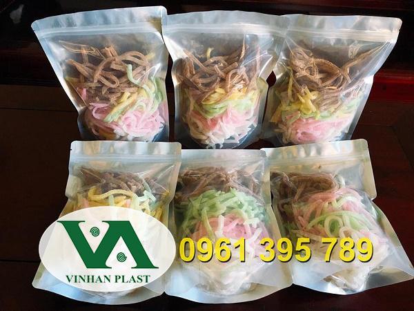 Dịp tết nhu cầu cao về đóng gói hàng hóa bánh kẹo mứt bằng loại túi nhựa